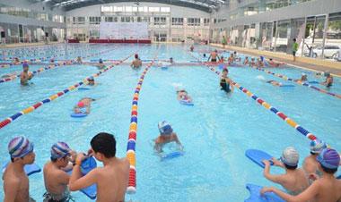 Tổ chức các lớp dạy bơi cho học sinh trong và ngoài nhà trường
