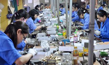 Giảm lương hưu của lao động nữ: Món quà đắng chát cho ngày 20-10